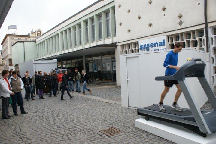 Justyna Scheuring, Oddychaj, ale nic nie mów, instalacja performatywna 2010