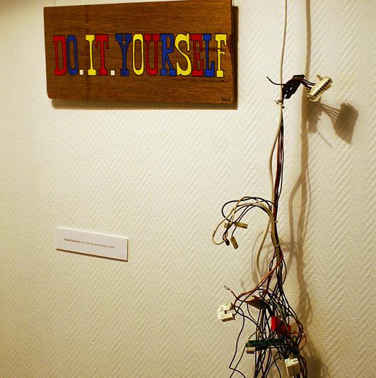 Tinsel Edwards, Do it Yourself, akryl na desce 2008, fot. Joanna Tekla Woźniak