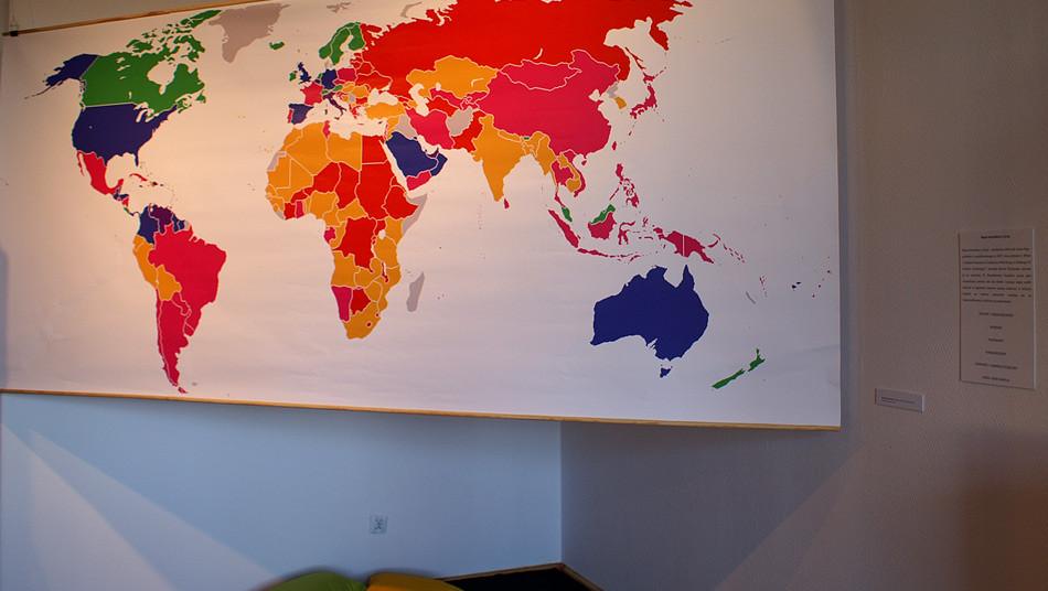 Michal Tkachenko, Satisfaction With Life Index Map, wydruk cyfrowy 2010, fot. Joanna Tekla Woźniak