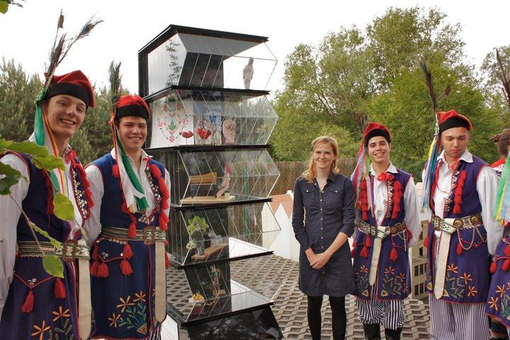 Kąpiel, CSW przy Starym Rynku w Poznaniu w Skansenie Miniatur, Pobiedziska, maj 2011, fot. Wojciech Hoffmann