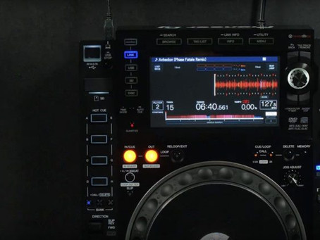 Traktor Pro 2.11.3 Now Available: HID Enhancements, Xone + DJM Scratch Support, Mystery New A&H Mixe