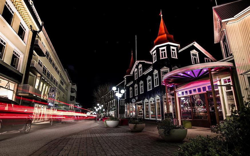 akureyri-night-street-traffic-lights-ice