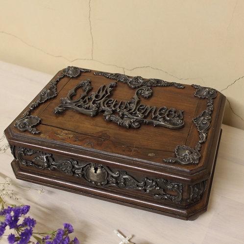 アンティーク木製のジュエリーボックス