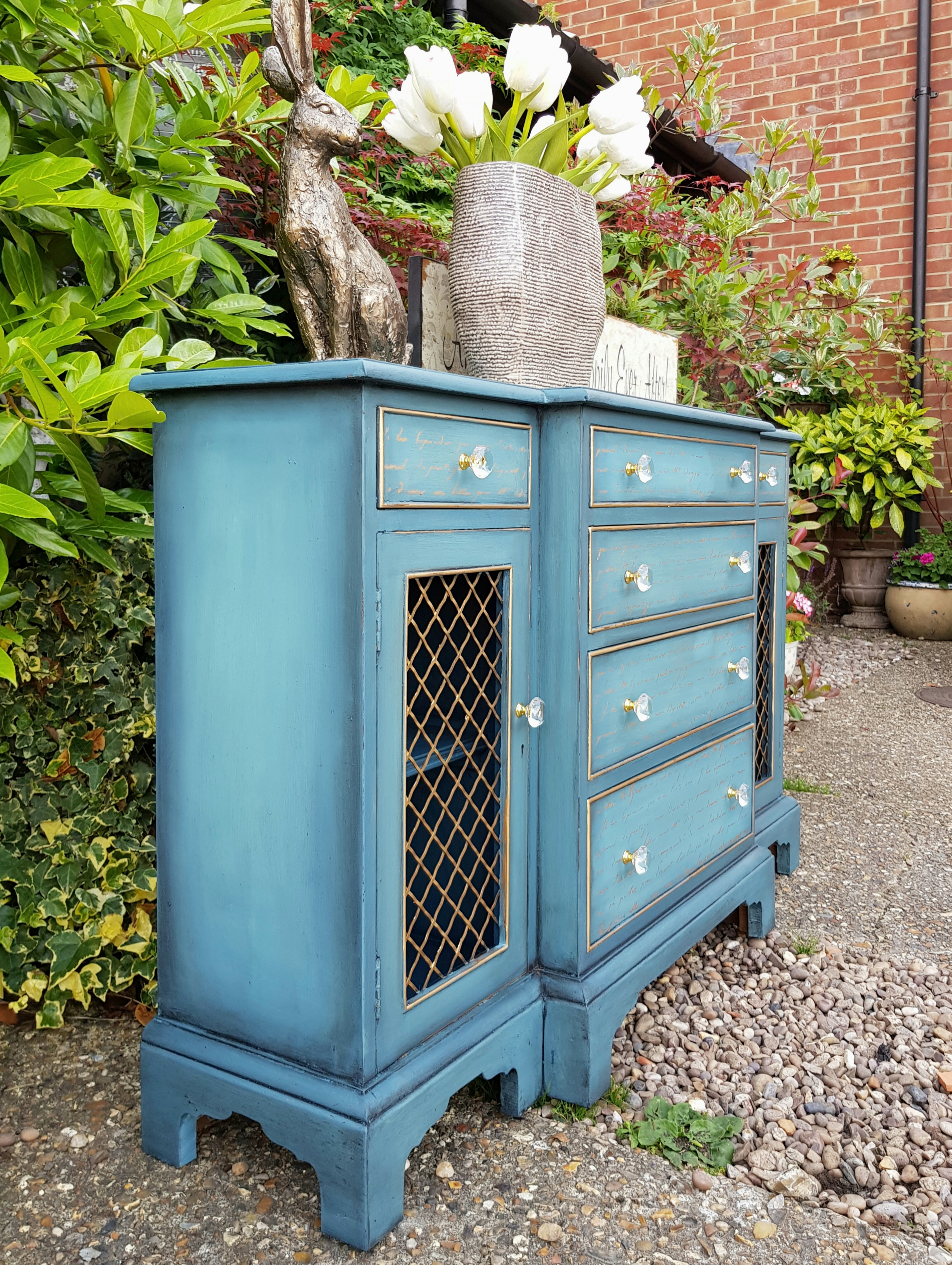 THE SKINNY BLUE BLENDED CUPBOARD
