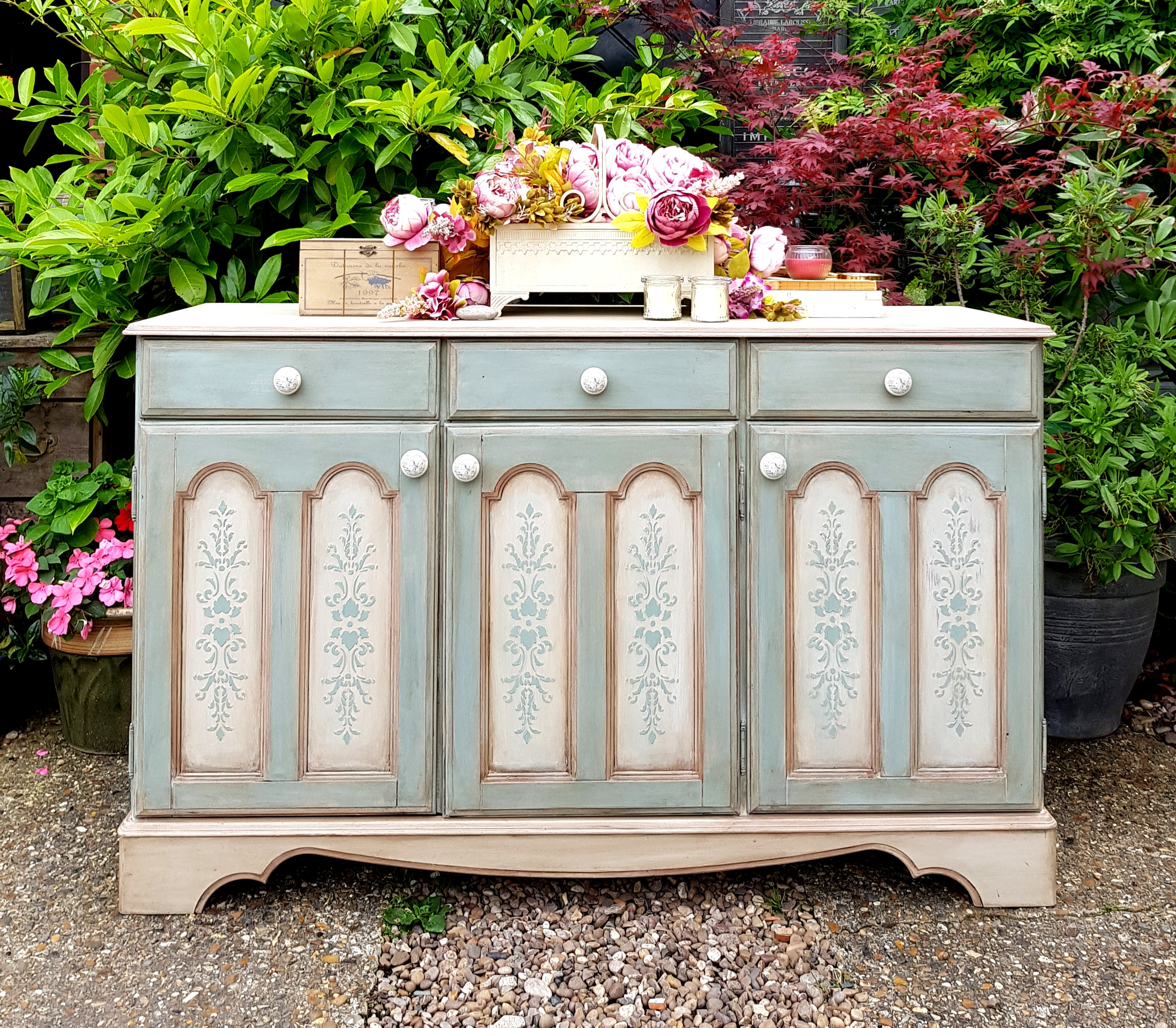 THE ROMANTIC SIDEBOARD