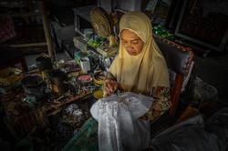 Javaanse Batik kunstenares.