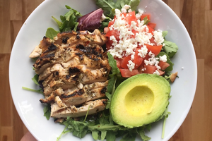 Balanced meal with chicken, avocado and vegetables
