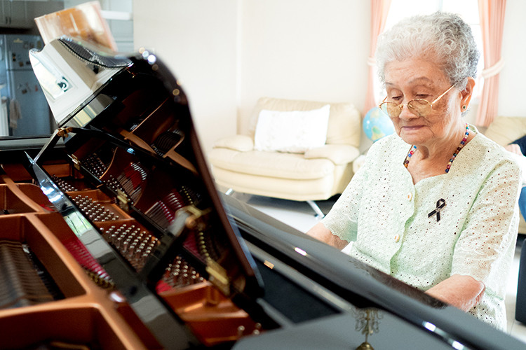 Elder playing piano for music therapy