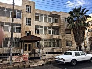 عمارة قديمة مكونة من 8 شقق  للبيع في منطقة الشميساني بسعر مغري