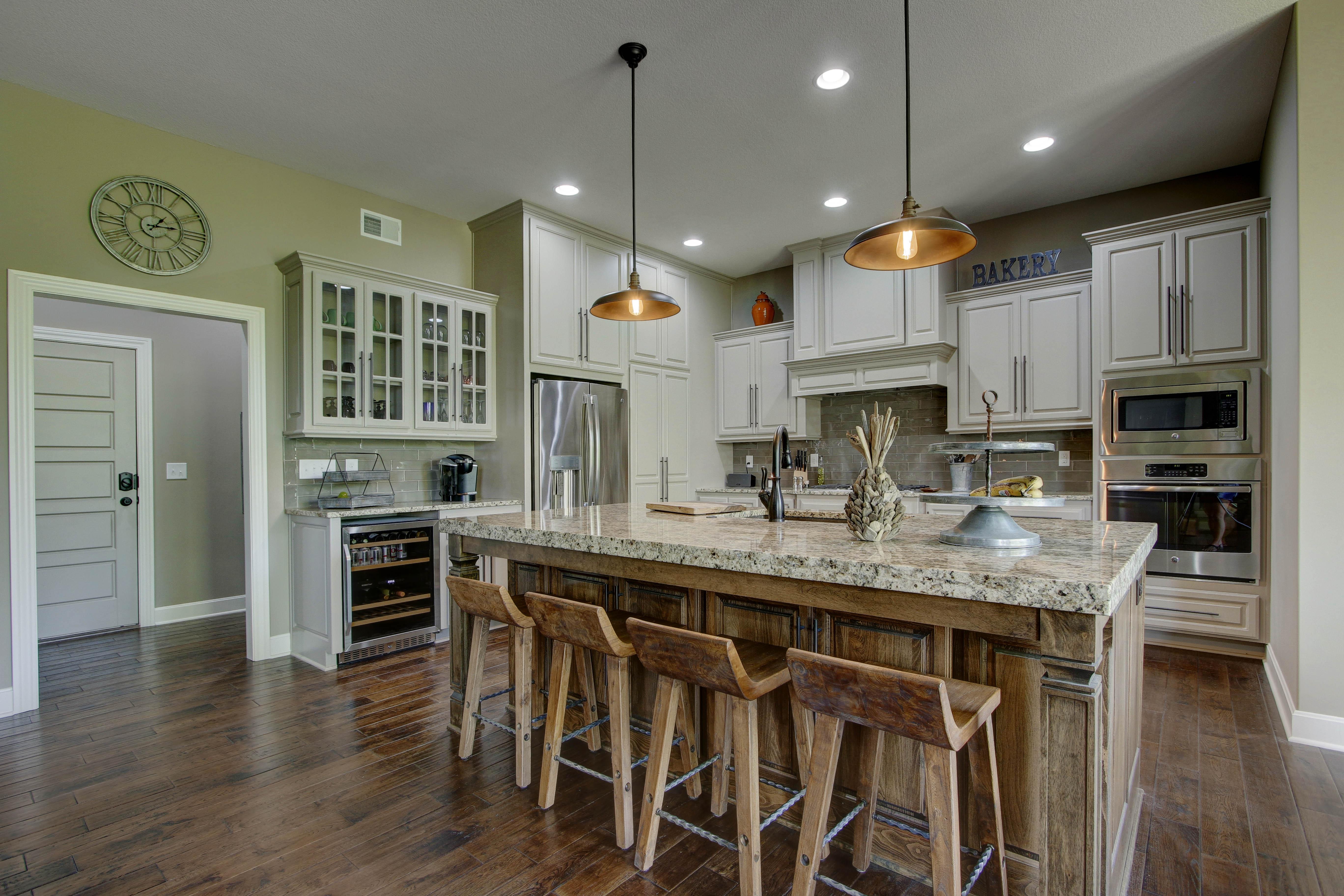 Kitchen Island - Savannah