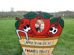 Two kids posing with apple sign