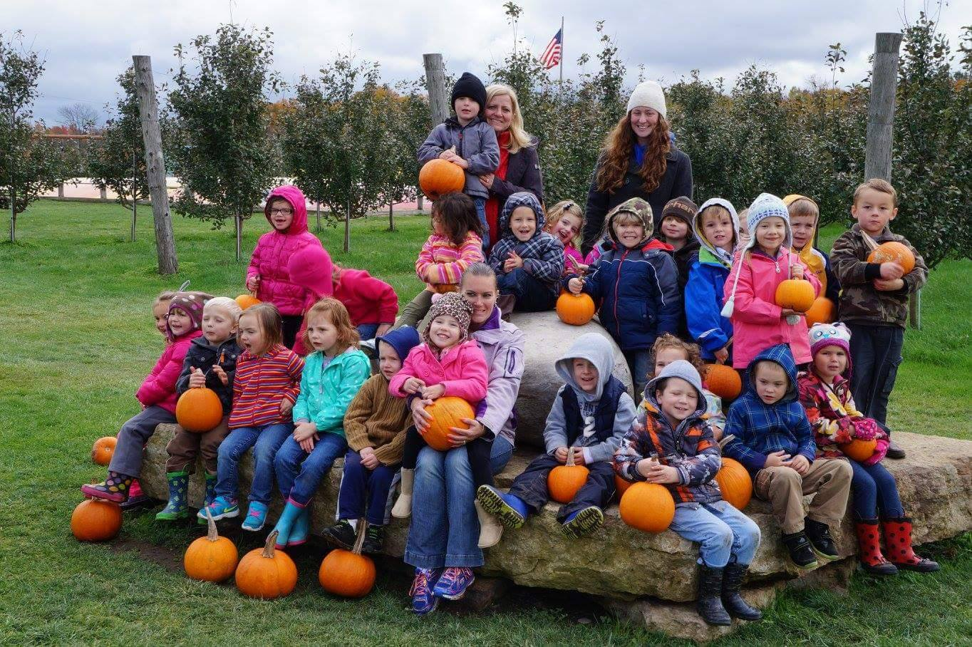 Class field trip posing w/ pumpkins