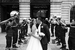 Photographe chamonix haire d'honneur pompier noir et blanc