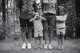 Photographe chamonix enfants famille noir et blanc nature