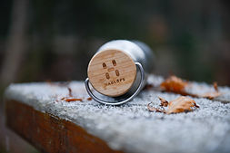 Photographe chamonix shooting produit gourde montagne forêt hiver haglöfs