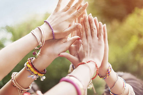 mains-communaute-sororite-bijoux-feminit