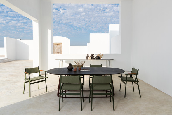 Plat-O Table with Slingshot Dining Chair