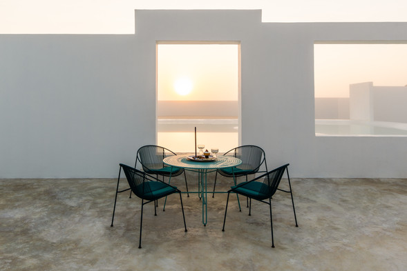 Polka low cafe table with Hula Lounge Chair