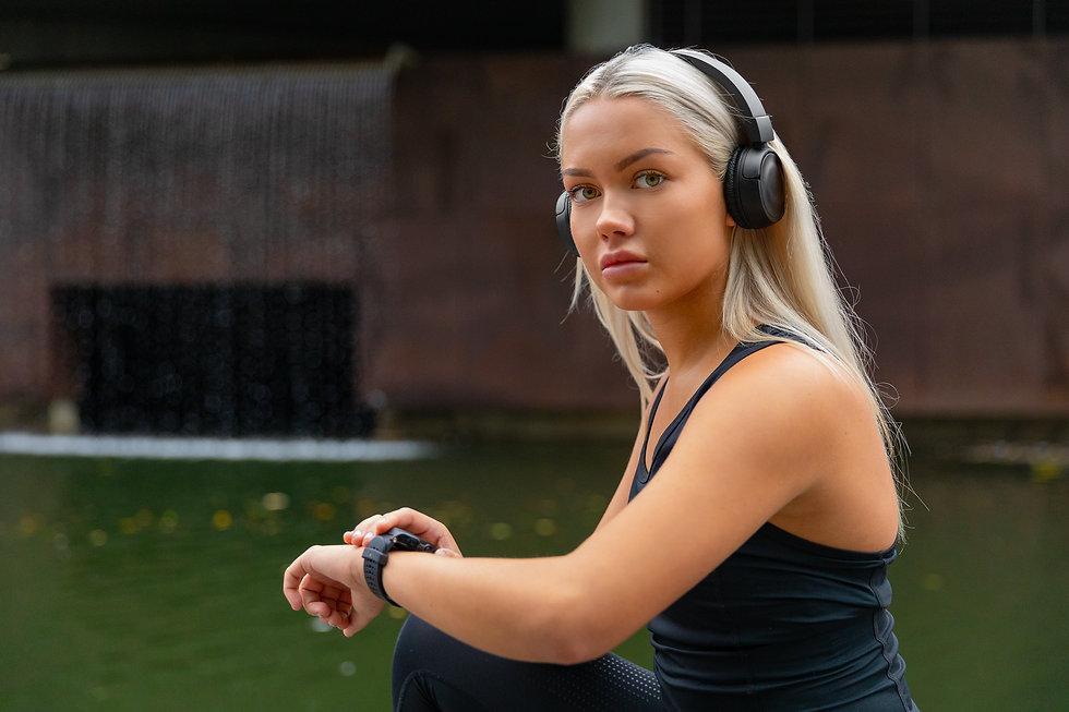 storyblocks-woman-setting-up-fitness-sma