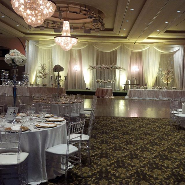 We had the pleasure of doing this simple but extravagant wedding for our client at the belvue manor