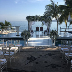 Ceremony Hindu & Catholic over an infinity pool overlooking the mountains & ocean