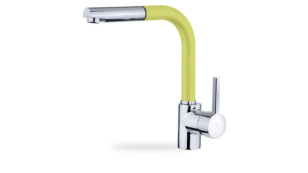 Single lever kitchen faucet with extra resistant flexible hose