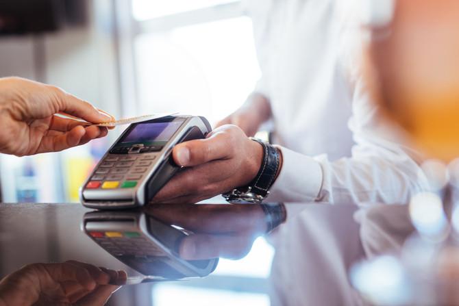 ÉPOCA: Quando a loja vira banco