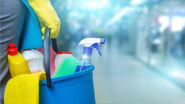 Trabalhadoras domésticas no Brasil estão sendo dispensadas sem pagamento por causa do coronavírus. Getty Images.