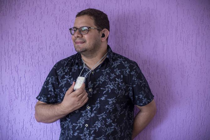 FOLHA DE S. PAULO: Aparelhos auditivos usam inteligência artificial e até identificam quedas