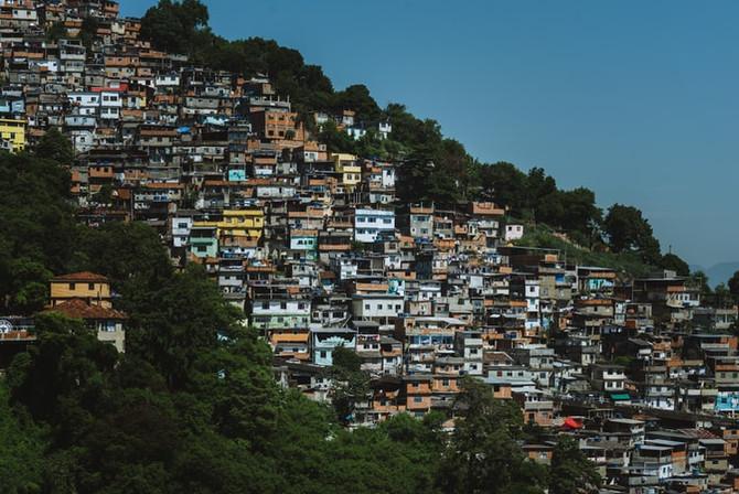 G1: 89% de moradores de favelas temem pela saúde e 88%, por perder emprego, aponta pesquisa
