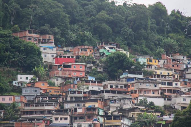 FOLHA DE S. PAULO: Como será quando a Covid-19 chegar às periferias? Ouça podcast