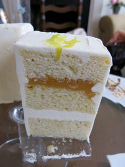 Light Lemon Cake with Lemon Filling