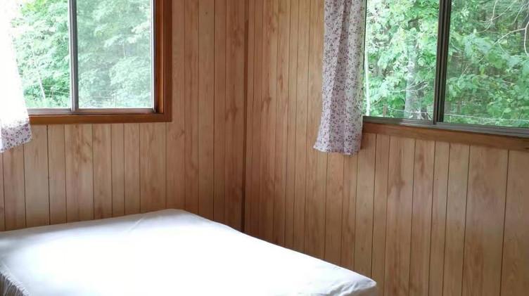 cottage 9 bedroom.jpg