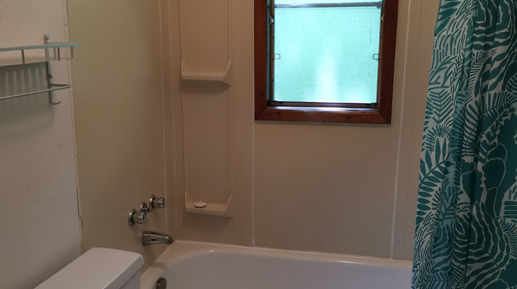 cottage 8 washroom.jpg
