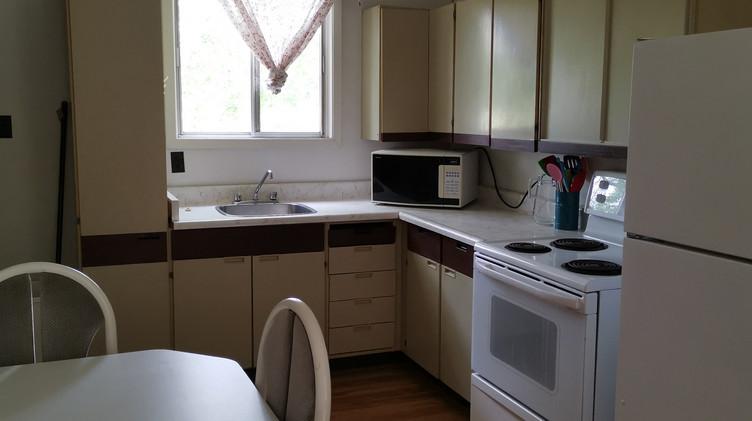 cottage 10 kitchen.jpg