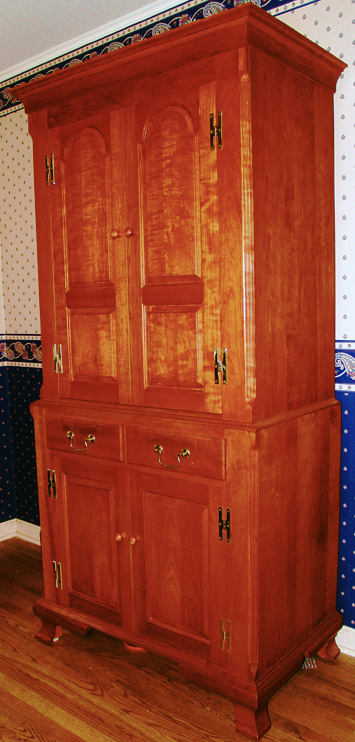 Shaker Linen Press in Cherry