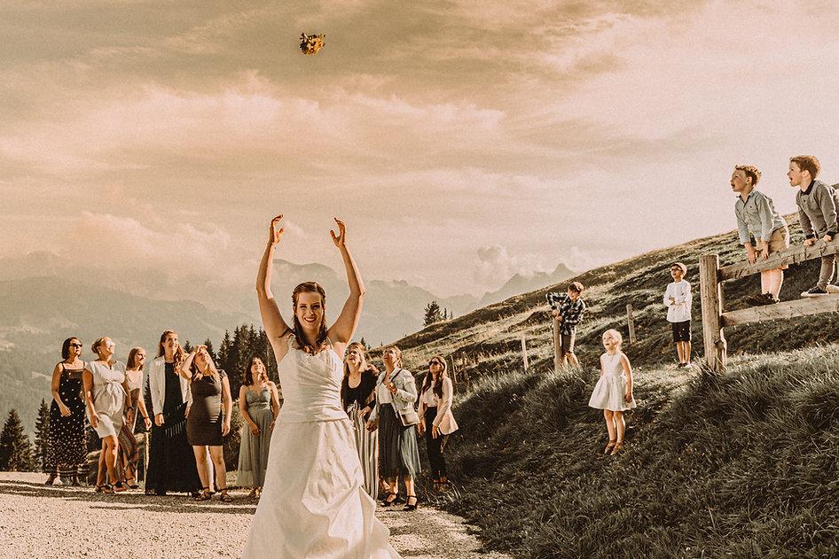 mariée lancé fleur guurlihaus