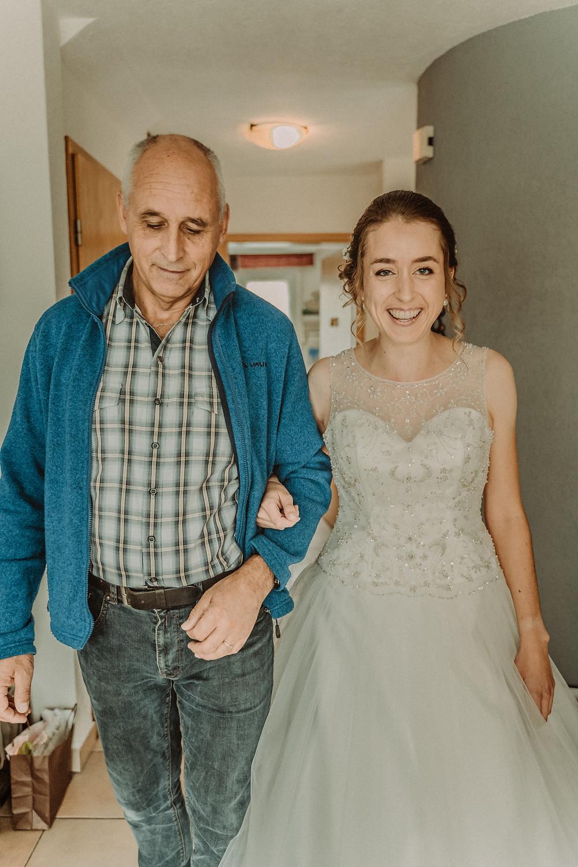 photographe mariage suisse emotion papa pere mariee jour J premier regard preparation