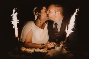 gateau cake mariage baiser lumière bougies clair obscure tendresse romantique bisou