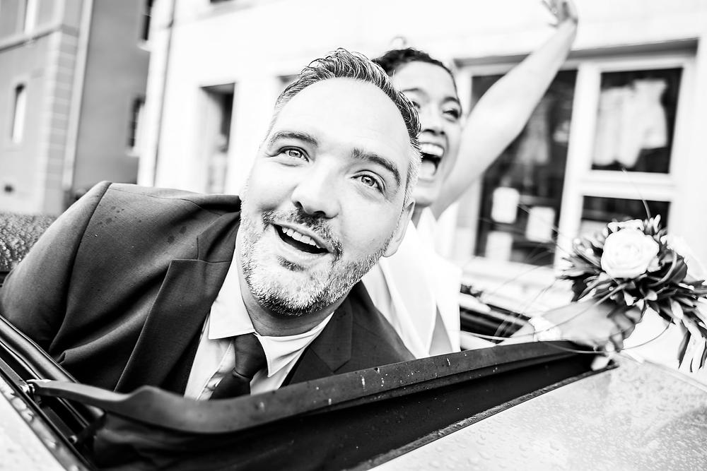 mariage tour de ville voiture le  locle mercedes joie rire