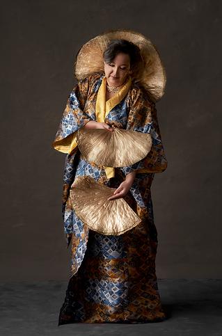 shooting photo fine art inspiré par les tableaux de maîtres clair-obscur,  photoshoot créatif kimono fait mains inspiré par klimt, feuille d'or, lotus ginko