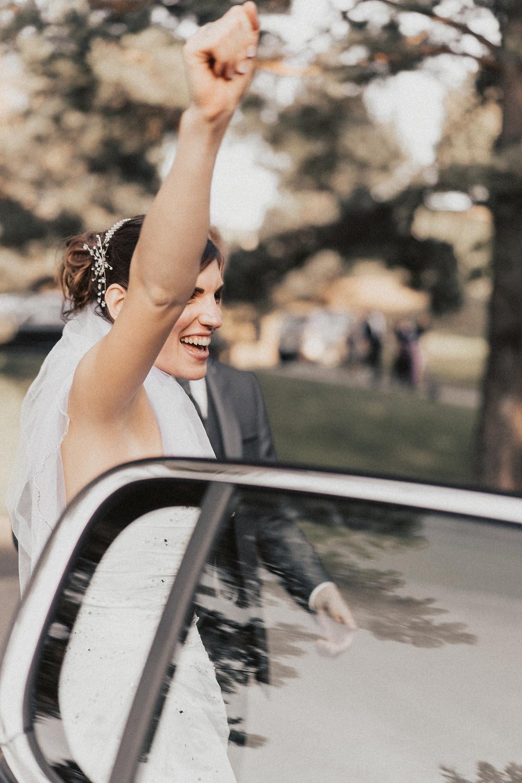 mariage voiture sourire mariee cortege fribourg suisse joie