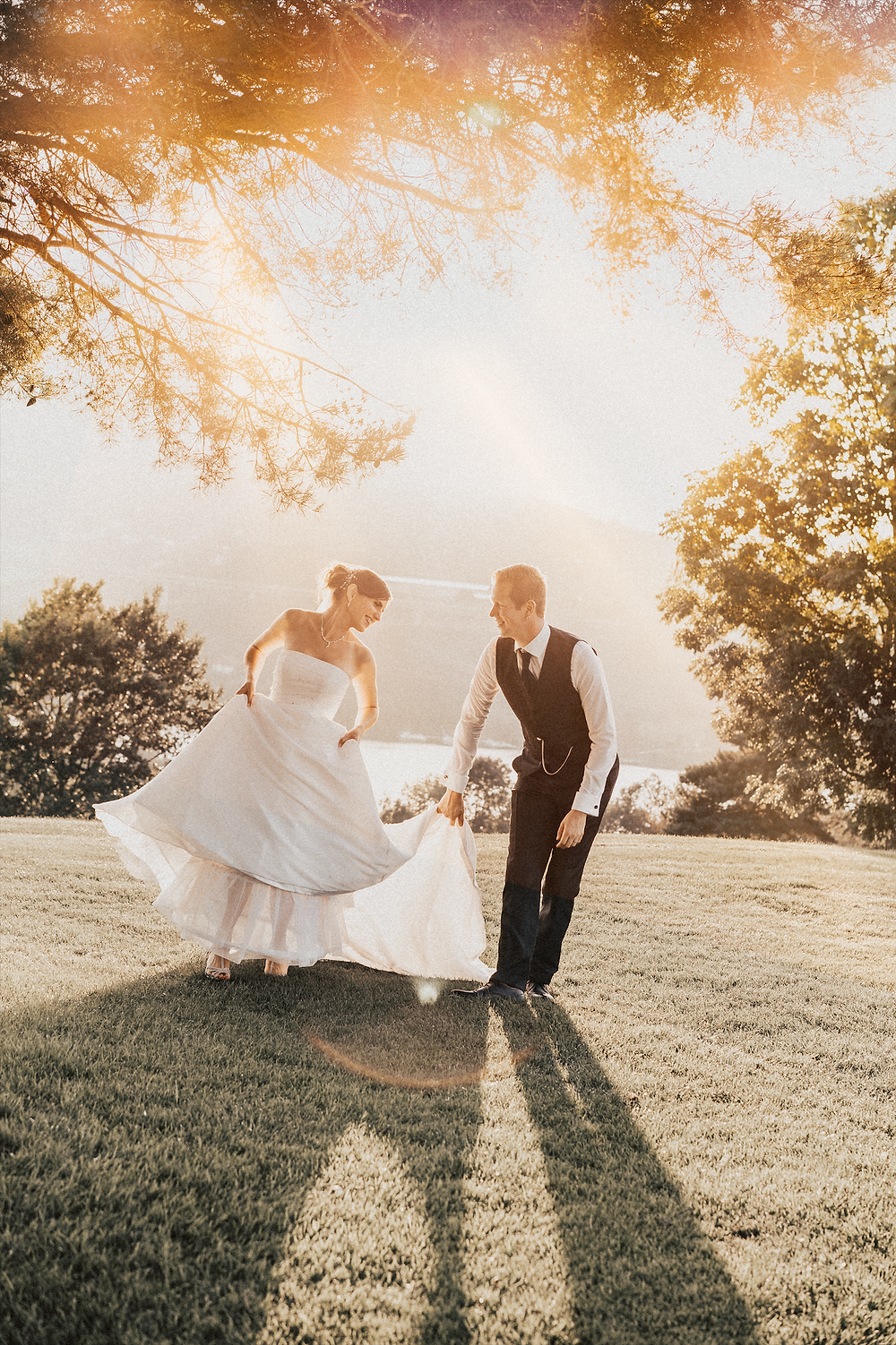 amoureux mariage seance photo couple soleil couchant mariage maries mariee tendresse lumiere