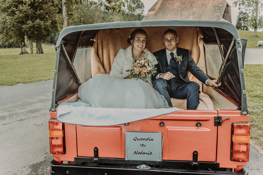 photographe mariage suisse emotion mariee jour J premier regard preparation mari tendresse amour voiture le mouret