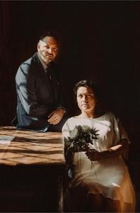 portrait photo marie mariage clair-obscur painterly peinture photo mariage le locle bouquet robe couple