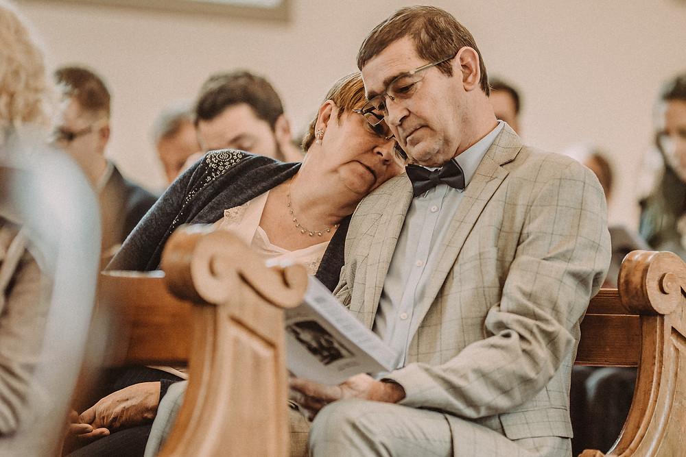 photographe mariage suisse emotion mariee jour J eglise praroman invite
