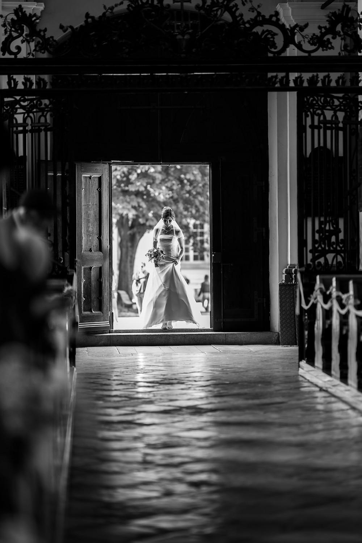 mariée entrée église saint michel mariage suisse fribourg