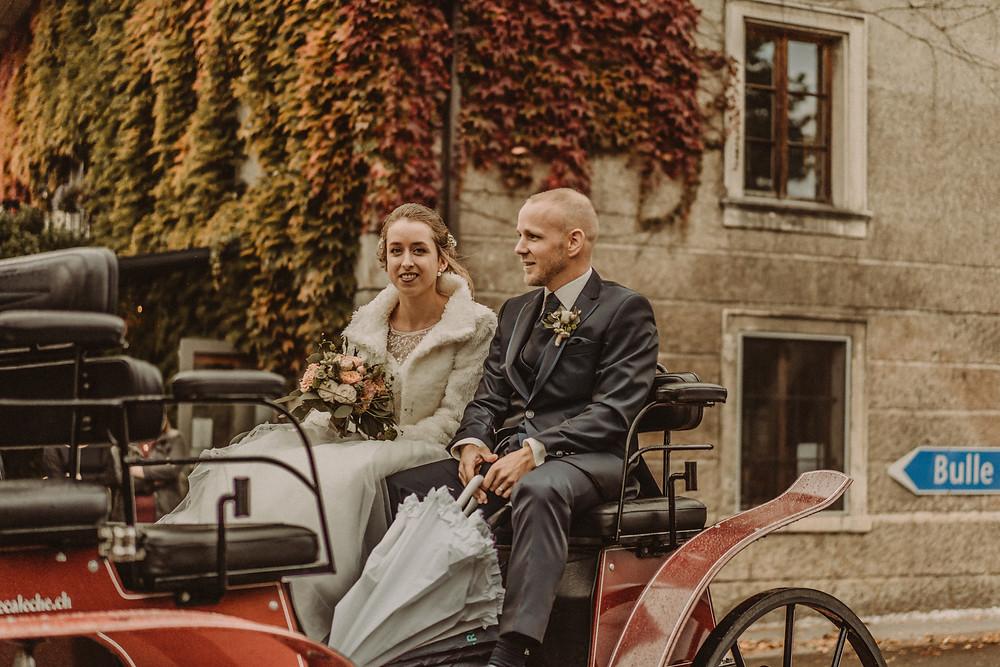 photographe mariage suisse emotion mariee jour J croix-blanche le mouret caleche bretzon  chevaux