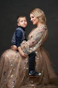 Maman avec son enfant, robe étoile, shooting fine art