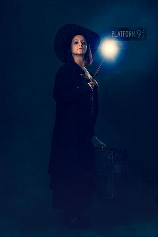 shooting photo fine art inspiré par les tableaux de maîtres clair-obscur, sorcière plateforme 9 3/4 harry Potter, baguette magique